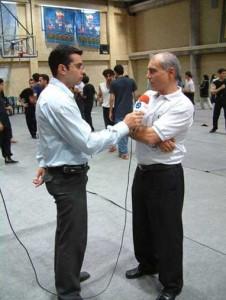 سیفو قهرمان بیک در حال مصاحبه با خبرنگار باشگاه خبرنگاران جوان