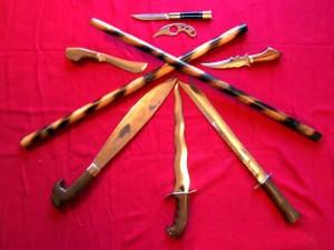 تصویری از سلاح های رایج فیلیپینی که در هنرهای رزمی فیلیپینی با آنها تمرین می شود.