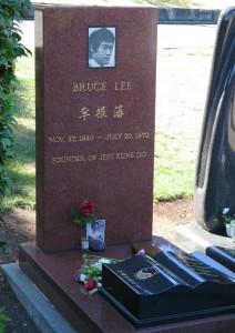 عکسی از سنگ قبر بروس لی