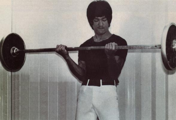 http://fighting.ir/wp-content/uploads/2014/02/bruce-lee-barbell-curls.jpg